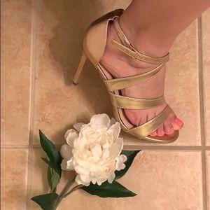 Shoes - 🧜🏻♀️Rose Gold Sandal Heels